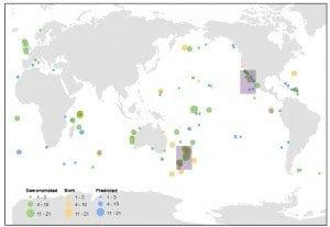 Interventi di eradicazione di mammiferi alloctoni in isole di tutto il globo. I cerchi verdi indicano un effetto positivo dell'intervento osservato, quelli blu un effetto predetto. La grandezza del cerchio indica il numero di specie che hanno beneficiato dell'intervento. Da Jones et al. (2016)