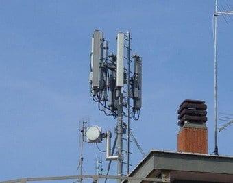 Ripetitori telefonici in città: quali effetti sulla salute?