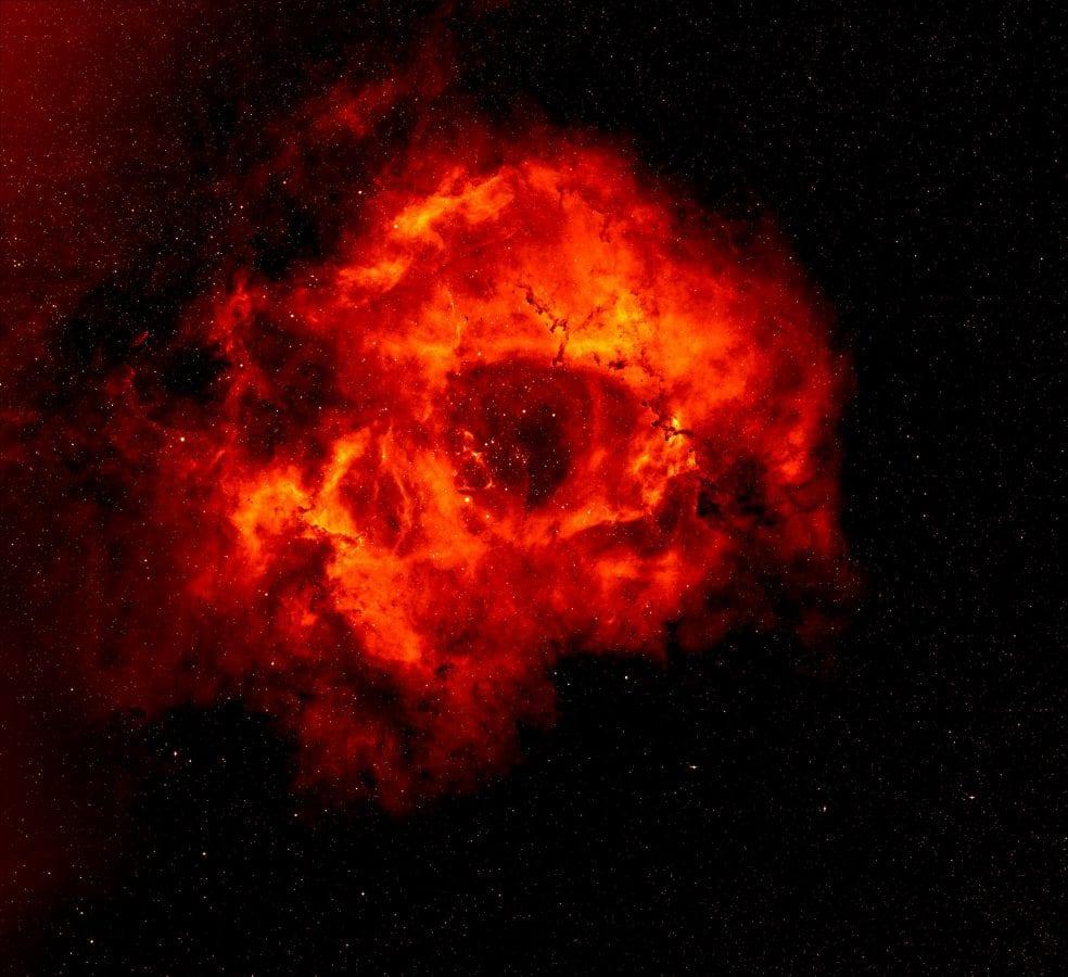La Nebulosa Rosette fa parte della nostra galassia, la Via Lattea, e dista dalla Terra circa 5mila anni luce