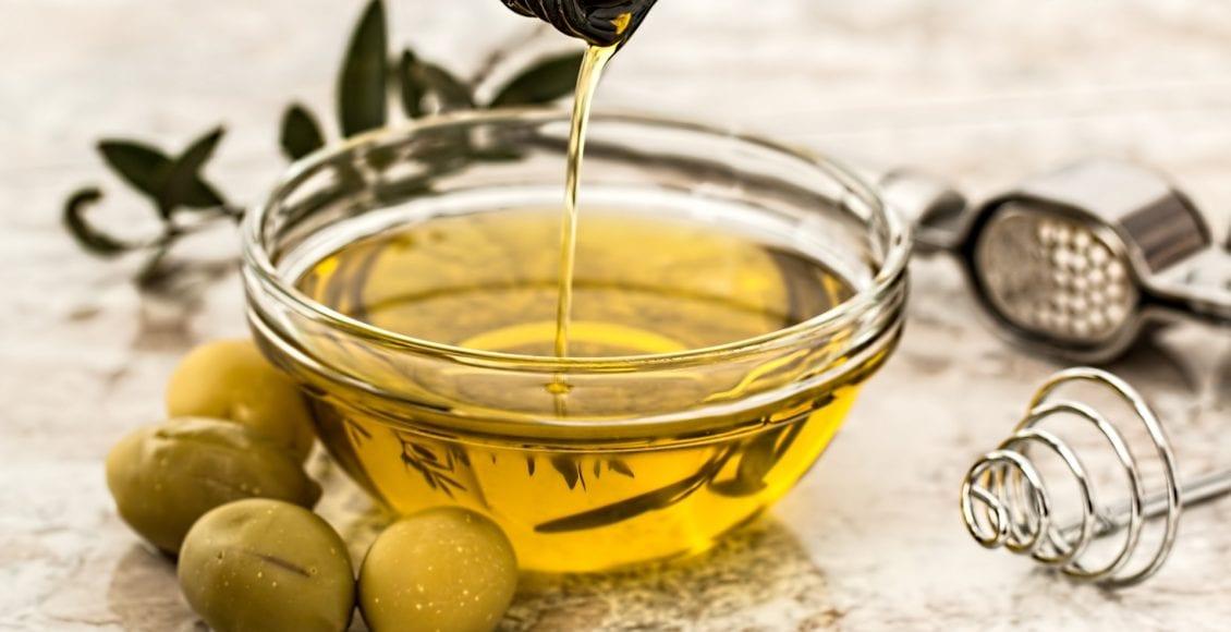 Olio di oliva: le proprietà che condiscono la nostra salute